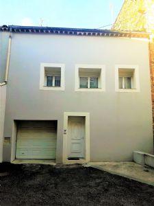 Maison entièrement rénovée de 122 m² habitables avec garage et terrasse, dans village vivant!