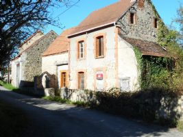 Une magnifique maison en pierres avec de beaux details authentiques a vendre dans la Creuse