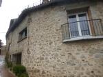 *Belle maison de village en pierre avec belle vue des montagnes.