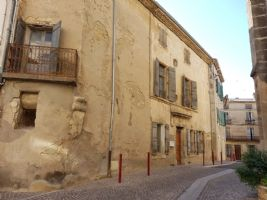 Maison de village en pierres à finir de rénover de 200 m² habitables au cœur du village.
