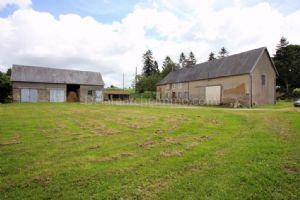Ancien corps de ferme sur 6889 m² de terrain