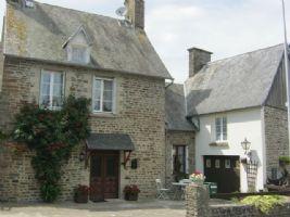 Maison de village, auparavant 2 maisons maintenant 1 propriété sur une parcelle d'environ 750m²