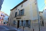 Grande maison historique à rénover au centre d'un village très demandé