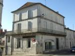 A vendre. Spacieuse maison avec jardin . Montmoreau