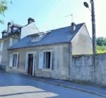 Petite maison de petite ville dans les Pyrénées.