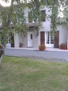 Maison modernisée, 4 chambres, garage et jardin