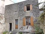 A rénover: maison de village 50 M² avec cours muré