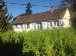 Cette maison est a vendre dans la Bourgogne. Il y a une belle vue sur les collines du Morvan