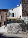 Charmante maison à rénover avec grenier aménageable, garage, terrasse et jardin non attenant.