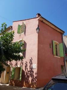 Maison de village à rafraîchir de 87 m² habitables au coeur du village.