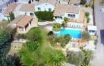 Villa de caractère de 390 m² habitables dont un gîte sur 2600 m² avec vues, jacuzzi et piscine.