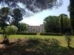 Imposante demeure avec piscine et annexes sur 3.95 ha de jardins à la française et prairies.