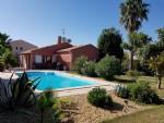 Villa confortable de plain pied avec 105 m² habitables sur 943 m² avec piscine.