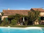 Situation calme pour cette villa située dans un petit hameau proche de Roussillon
