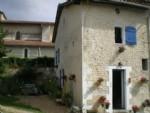 Aubeterre-sur-Dronne. Maison ancienne de bourg avec dépendances.