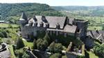 château 17ème dominant les vignes de Marcillac...
