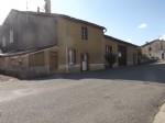 Maison avec grange et cour à Brillac