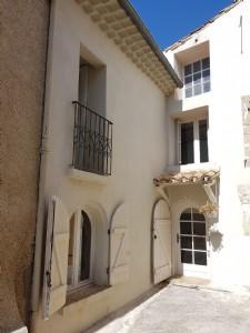 Charmante maison de village rénovée de 110 m² habitables au centre du village, près de Pézenas.