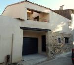 Remise entièrement rénovée en habitation de 114 m² habitables plus cour, garage et terrasse.