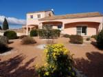 Situation exceptionnelle pour cette villa haut de gamme de 220 m² sur 2324 m² avec piscine.