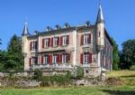 Château Belle Epoque avec maison de gardien et 2 gîtes sur 5,3 ha de terrain avec piscine !