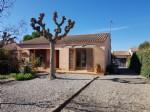Villa de plain pied en parfait état de 108 m² habitables sur 599 m² de terrain avec piscine.