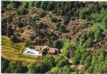 Sur environ 6,5 ha avec vues magnifiques, maison en pierres avec 5 chambres et piscine.
