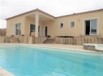 Jolie villa de plain pied avec 5 chambres sur 1002 m² avec terrasses, piscine et vues !