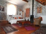 Spacieuse maison de village avec 4 chambres, atelier d'artiste, terrasse et cour.