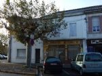 Maison de ville avec vitrine. Chalais Charente.