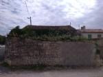 Maison avec 3 chambres, cour, dépendances, village