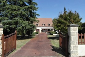 Maison de 300m², à 5 chambres, dont une au rdc, vues, piscine chauffée 16210 Chalais