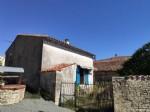 Maison avec 2 chambres, granges et jardin, Chef Boutonne