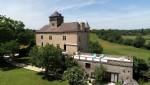 Chateau quercynois du 16 ème rénové sur un parc de 1.2 ha avec piscine