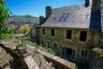 Maison en pierre XVIIème avec jardin - St Geniez d'Olt