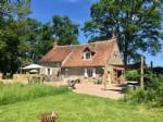Cette maison avec gite (ancienne maison de chasse) est situee dans le sud-ouest du Morvan