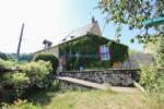 Cette belle maison jumelee 1 cote est situee dans un hameau de Cussy en Morvan en Bourgogne