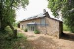 Cette ferme en pierre naturelle joliment renovee se trouve pres de Corancy dans le Morvan