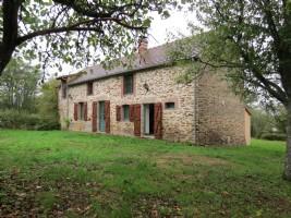 Maison individuelle en pierre de 3 chambres entourée de son propre jardin