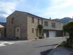 *Grande maison, centre du village, avec jardin, garage et du charme!