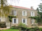 Deux Sevres – Magnificent Detached Home, Guest Suites & Pool
