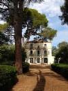 Dans un domaine, magnifique Maison de Maitre et dépendance sur 1 hectare avec piscine et vues !