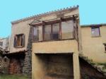 Jolie maison en pierre à rafraîchir avec 3 chambres, atelier et garage.