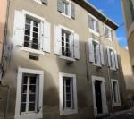 Elégante maison de maître offrant habitation principale et Chambres d'Hôtes avec jolie cour.