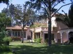 Spacieuse villa avec résidence principale et 2 gîtes sur 1215 m² de terrain avec piscine.