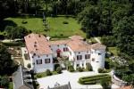 Magnifique château avec maisons indépendantes, sur 8 hectares avec piscine et vues !