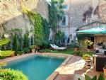 Superbe maison de Maître avec 245 m² habitables dont 6 chambres et cour/jardinet avec piscine.