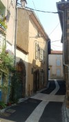 Grande maison de 120 m² habitables avec terrasse dans un superbe village proche des plages.