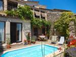 Charmante maison en pierres avec 75 m² habitables, piscine et vues dans un village pittoresque!