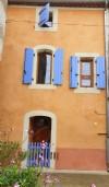 Maison de village de caractère de 110 m² habitables, construite dans les vieux remparts.